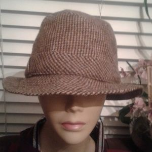 Accessories - Authentic gorgeous PlERP hat pre owned and in mint